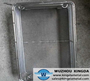Metal mesh basket element